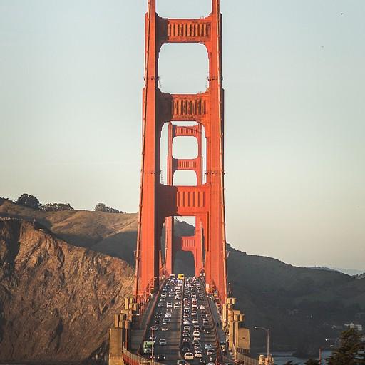 הגשר במבט מהפארק הסמוך