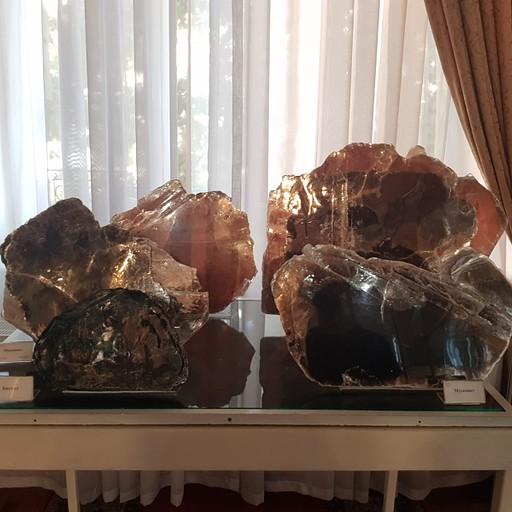 מוסקוביטי ענק מדהימים במוזיאון הגיאולוגיה