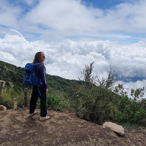 טרק להר געש אקטננגו, ACATENANGO  - בדרך מעל העננים