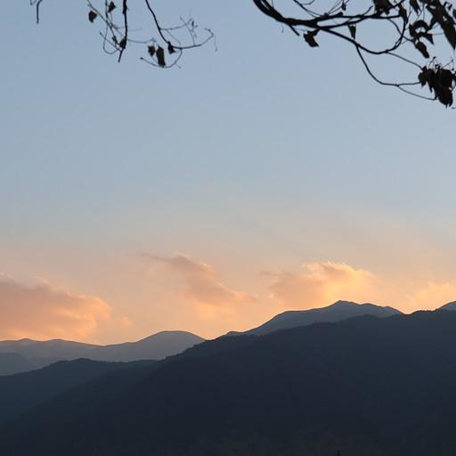 שקיעה על רקע ההרים