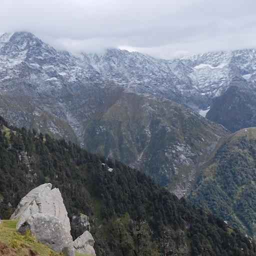 הנוף ב triund לכיוון ה indahara pass