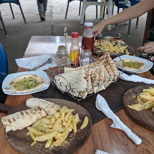 הדבר הכי טוב בלילונגווה - מסעדה לבנונית עם חומוס! לא כמו בארץ, אבל לא רע.