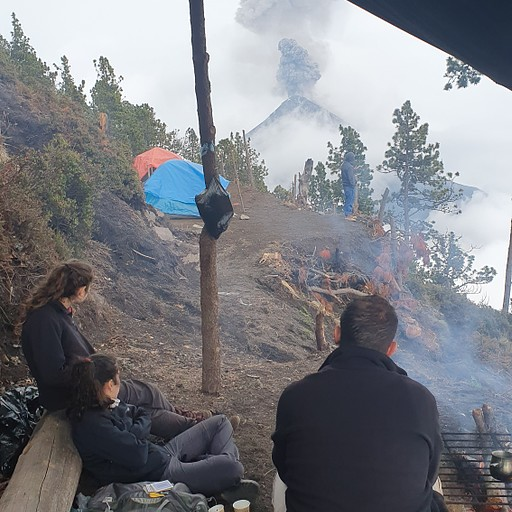 טרק להר געש אקטננגו, ACATENANGO - במחנה המדורה האוהלים וההר