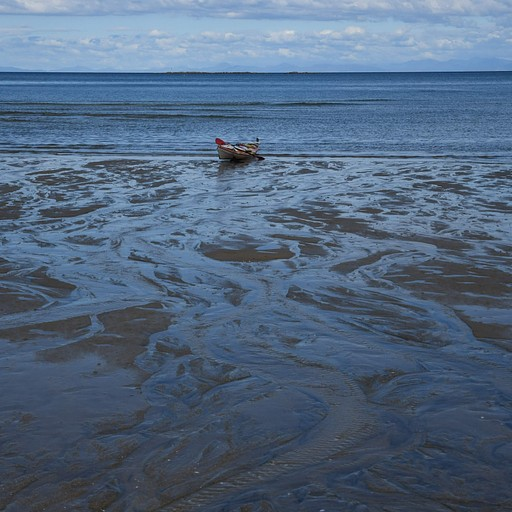 הקייק על החוף כשהגענו בשפל