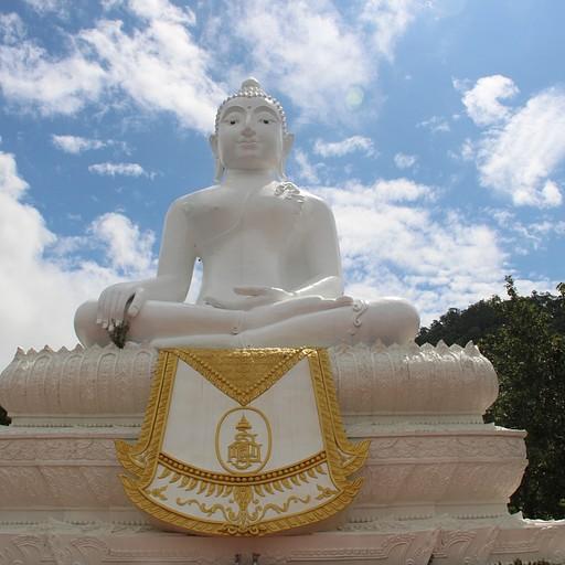 הבודהה הלבן מעל פאי