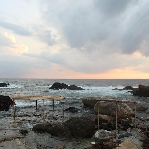 האונסן על הים במהלך הגאות