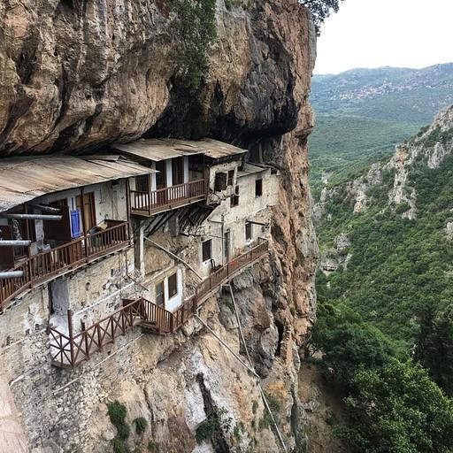 המנזר התלוי
