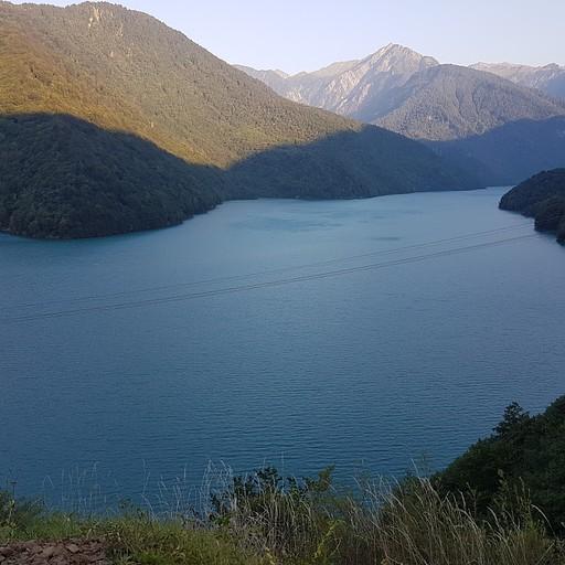 האגם באחת מהעצירות בדרך הצבאית
