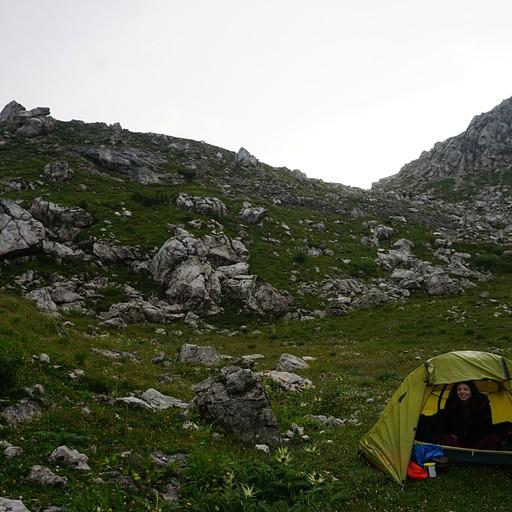 מקום טוב לשים את האוהל בסוף היום, ליד אגם קולדאי