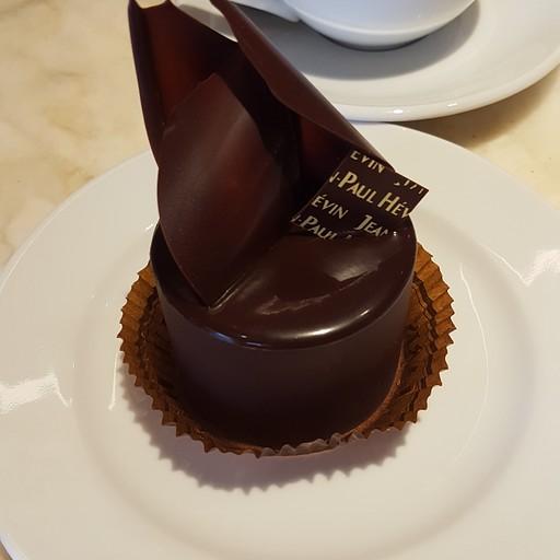 קינוח מוס שוקולד מפנק לצד שוקו חם - jean paul hevin