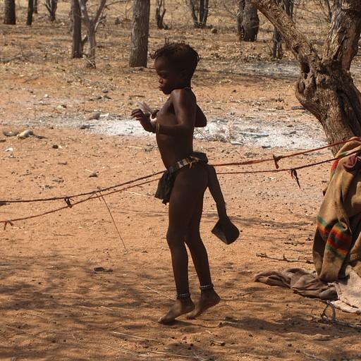 ילדה מלמדת אותנו איך קופצים בחבל
