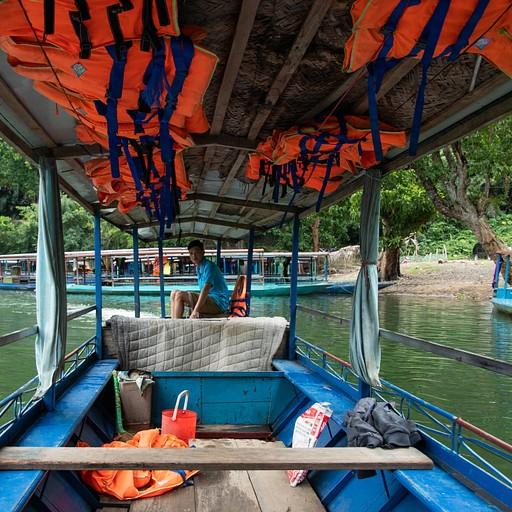 הסירה בה שטנו באגם