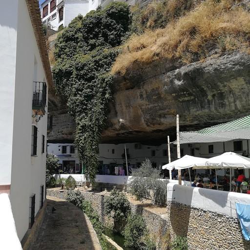 סטניל דה לס בודגס. אפשר לראות את המים של הנחל טרוחו