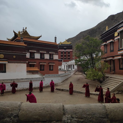 נזירים במנזר לאבראנג