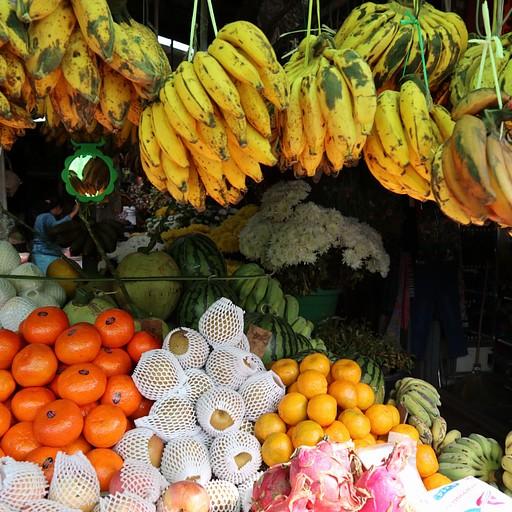 דוכן פירות בשוק קאלאו
