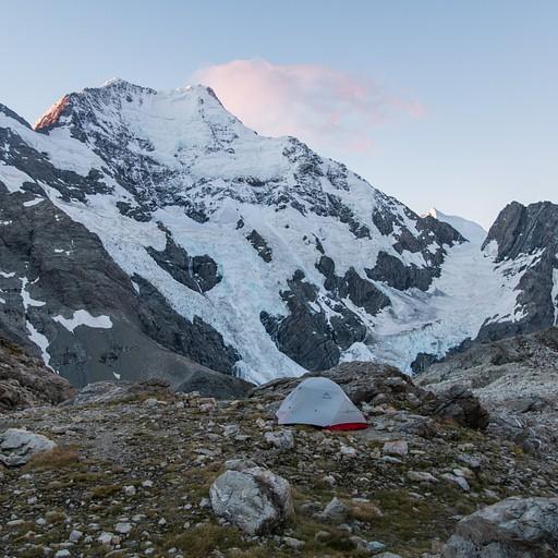 האוהל שלנו בקרבת הבקתה