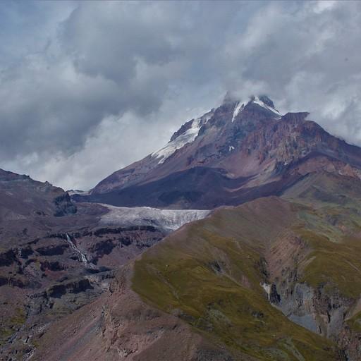 ההר משקיף עלינו כל הזמן