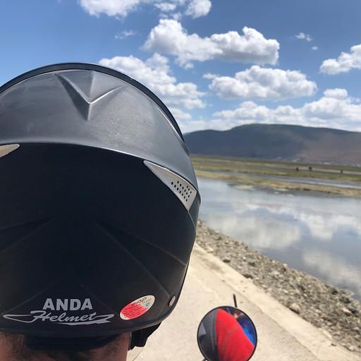 אופנועים סביב אגם נאפה