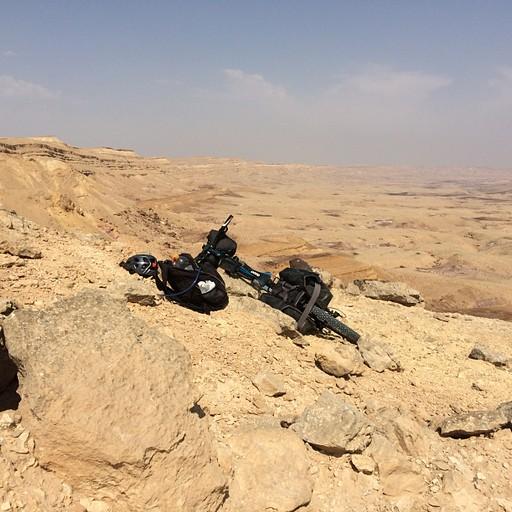 המכתש הגדול מעל מעלה אברהם