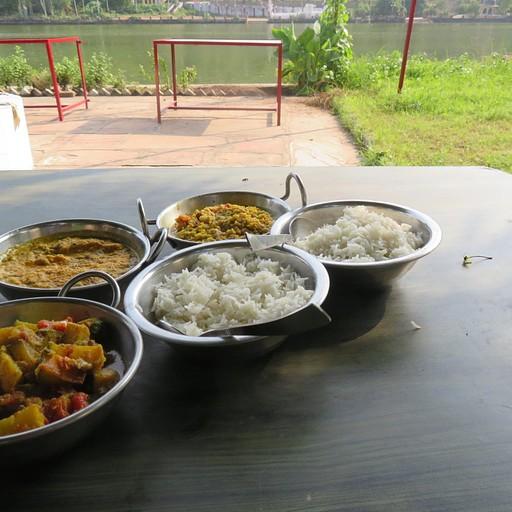 ארוחת צהריים במסעדת Lake View