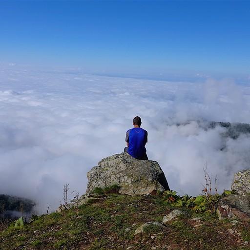 מעל העננים