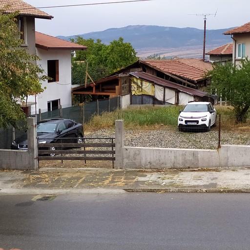 החניה מעבר לכביש בספרבה בניה