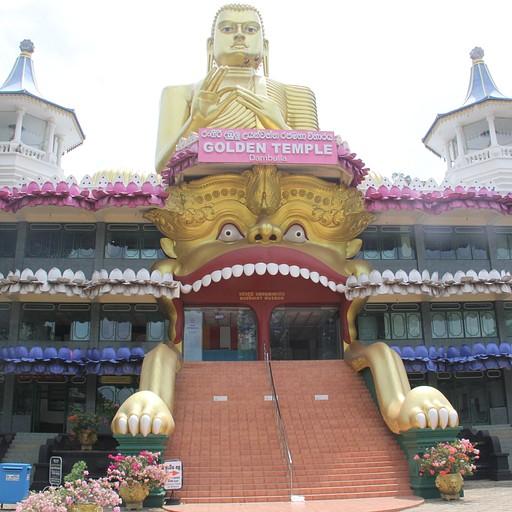 Dambulla Royal Cave Temple המנזר בתחתית