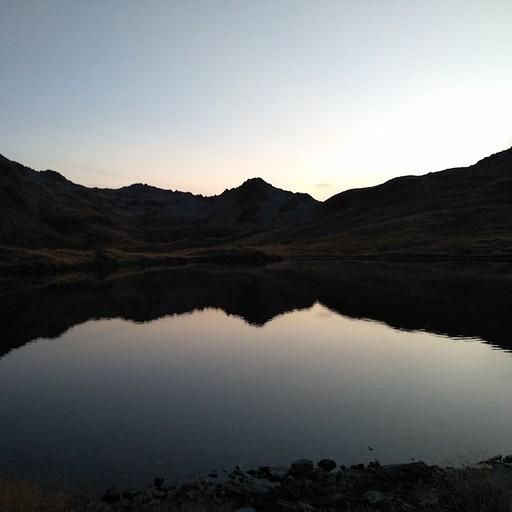 שקיעה יפה באגם אנג׳לוס