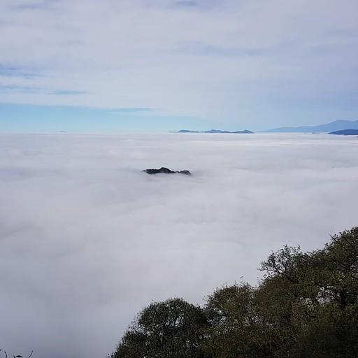 גבוה, מעל העננים