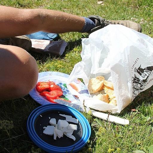 ארוחת בוקר מהוללת- בגט טרי, גבינה איכותית ועגבנות טריות!