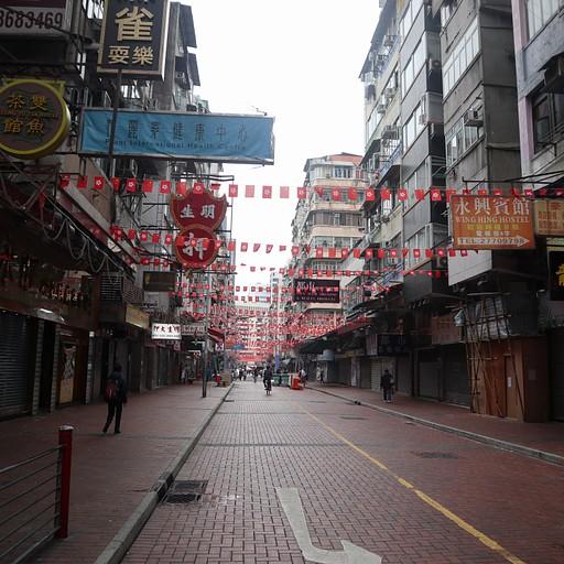 רחוב השוק לילה ביום, שקט ושומם