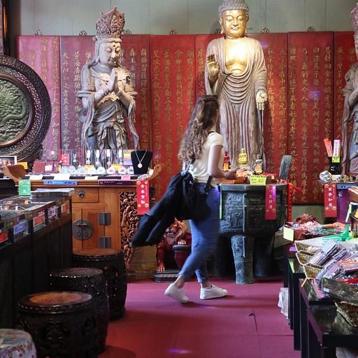 חנויות מזכרות בטיאן טאו בודהה