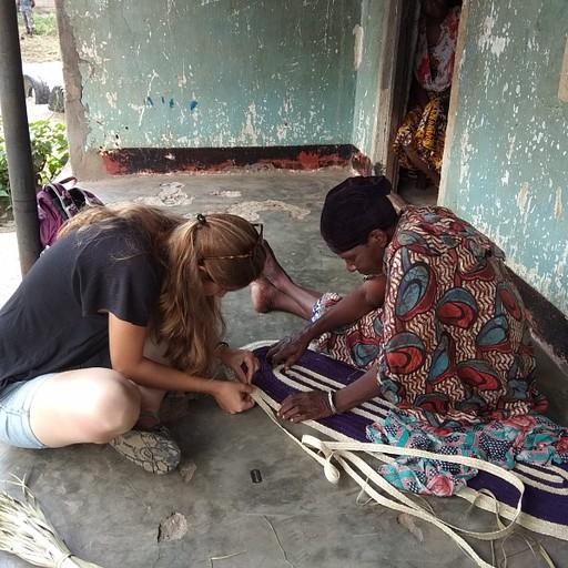 לומדת לתפור שטיח
