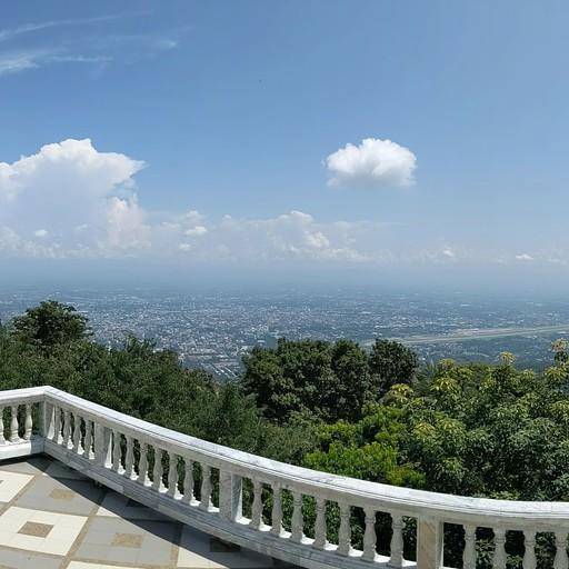 הנוף מהמקדש