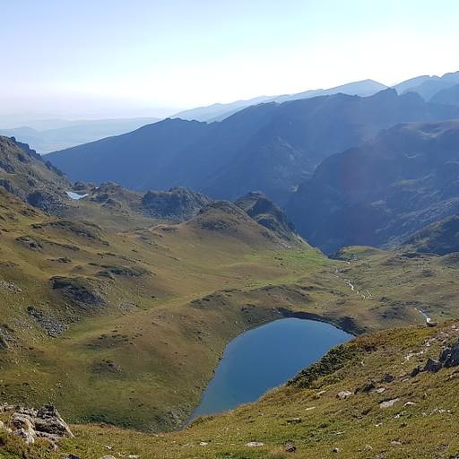תצפית אל האגמים מקו הרכס