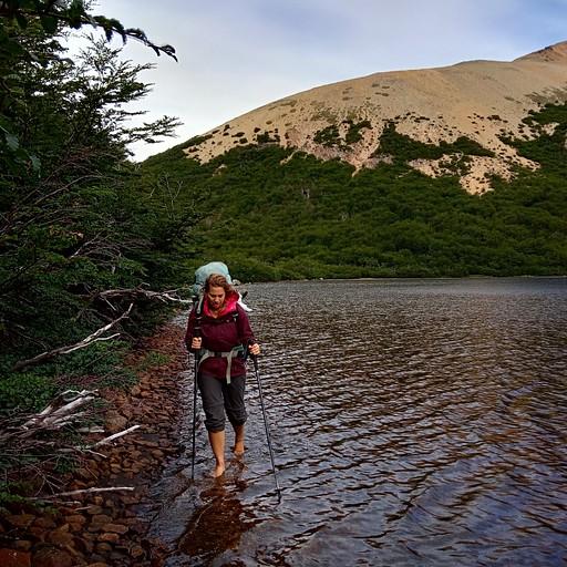 לגונה קרטון- הליכה לאורך הגדה דרך המים