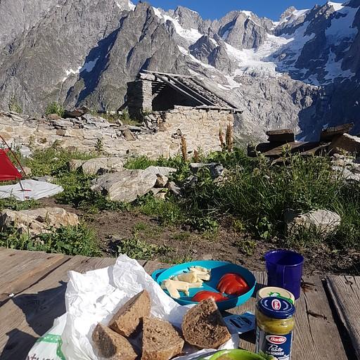 ארוחת בוקר מול הרכס