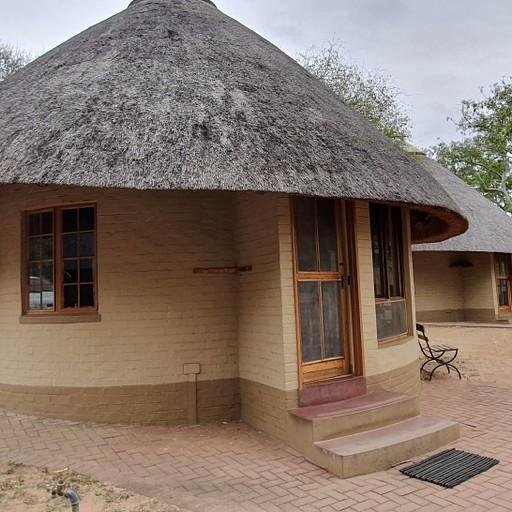 בקתה טיפוסית בקמפ סקוקוזה (Skukuza Rest Camp)