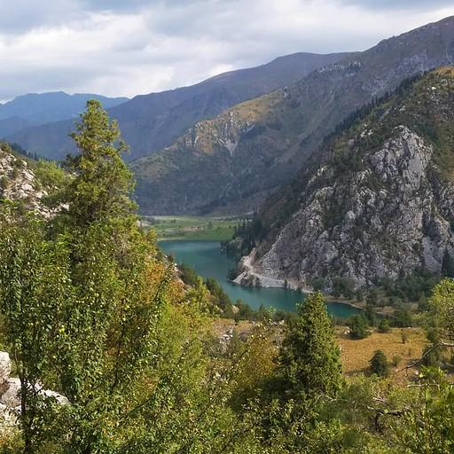 Ozero Karasu lake התמונה מהעילה לפס