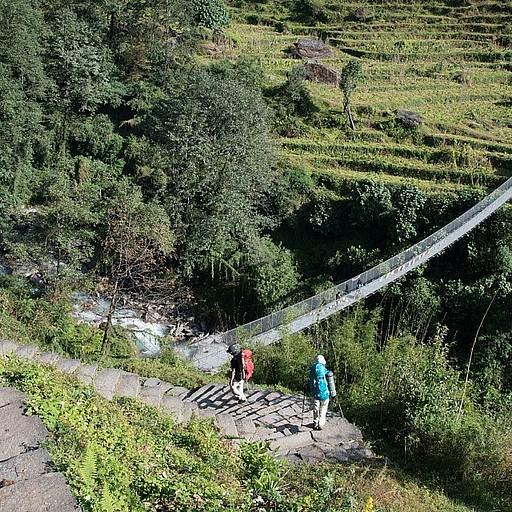 הגשר שמתחת לכפר צ׳ומרונג