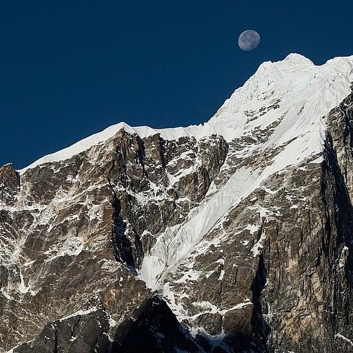 שקיעת הירח מאוחר בבוקר