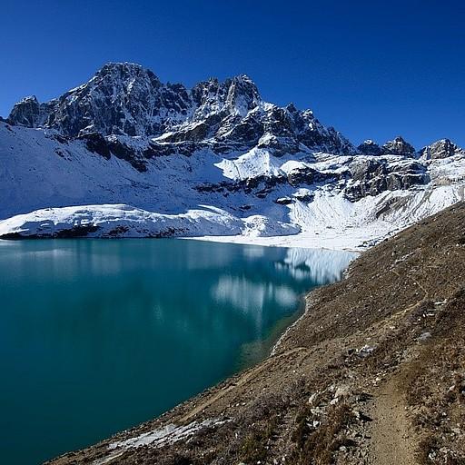 הליכה לאורך האגם בדרך לפאס