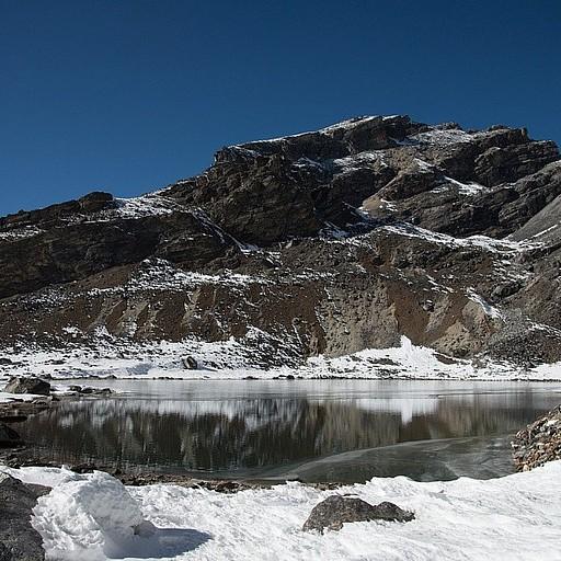 האגם הראשון בירידה