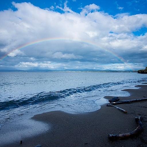 קשת מדהימה מעל אגם Te Anau
