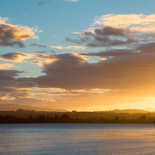 זריחה על העיירה Te Anau