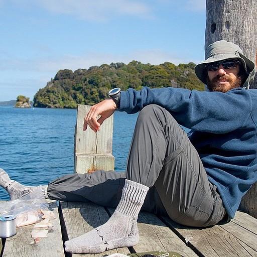 מסתלבטים תחת שמש חמימה ב- Golden Bay עם חוט דייג ביד ביום מושלם