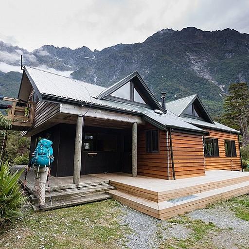 בקתה מתוחזקת, ענקית ובנויה מעולה עם ארבעה חדרים