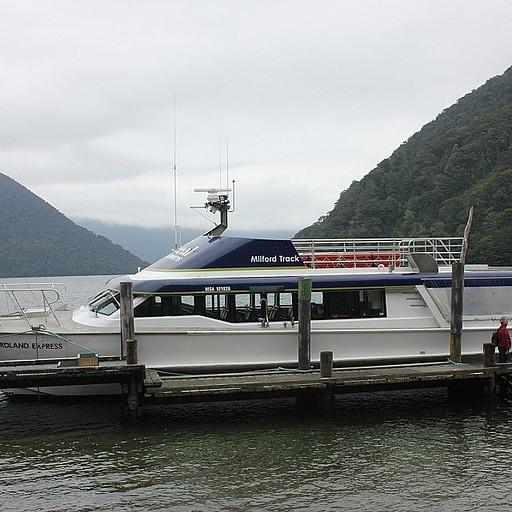 הפלגה באגם Te Anau