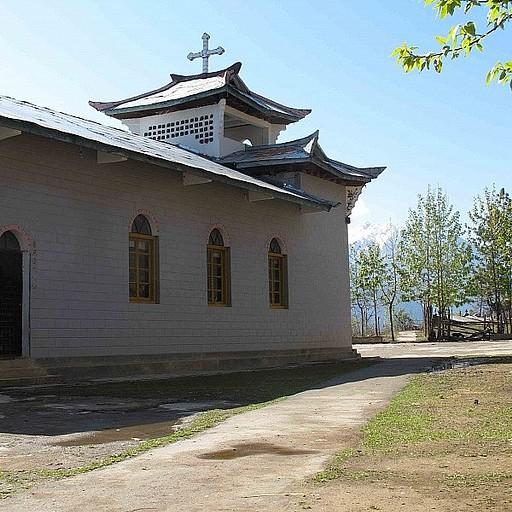 כנסייה בכפר מתחת לפאס - אם הגעתם אליה טעיתם בדרך