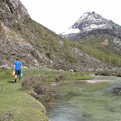 הנחל ליד המעיינות